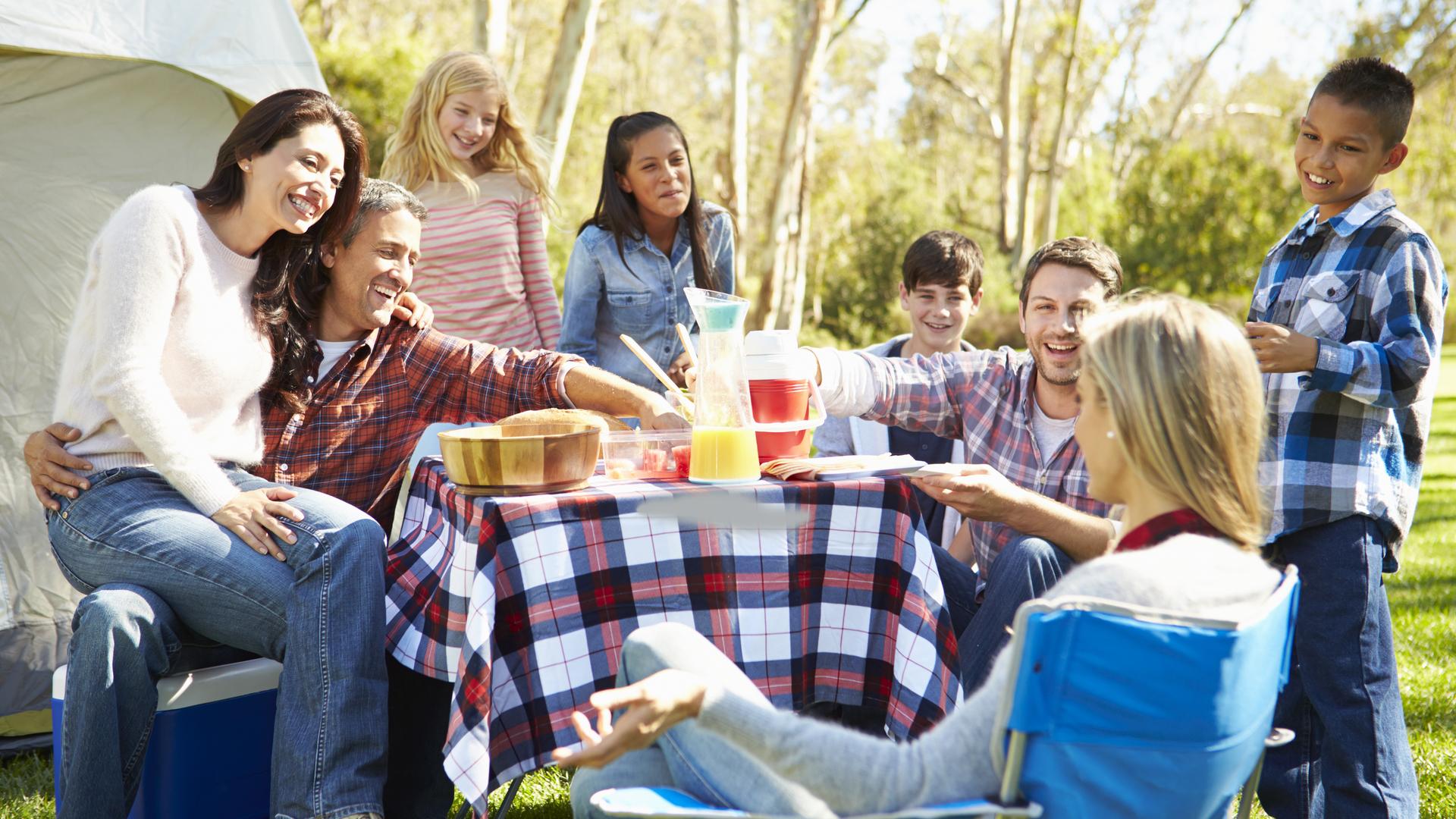 Familles recomposées: comment réussir ses premières vacances ensemble?