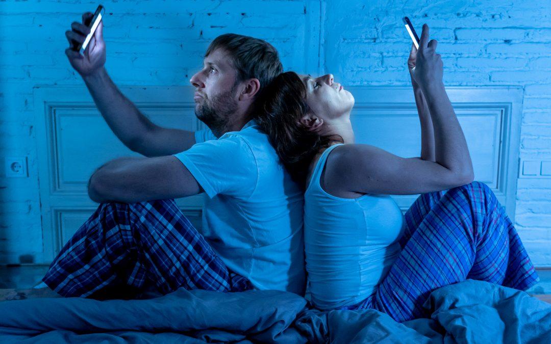 smartphone couple
