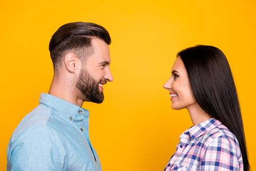 Un-couple-face-à-face-développement-couple